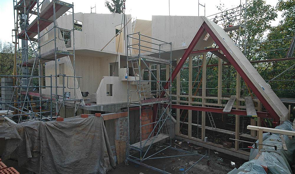 Wohnhaus - Wände und Decken aus Brettsperrholz (X-LAM) auf einem Stahlbetonsockel