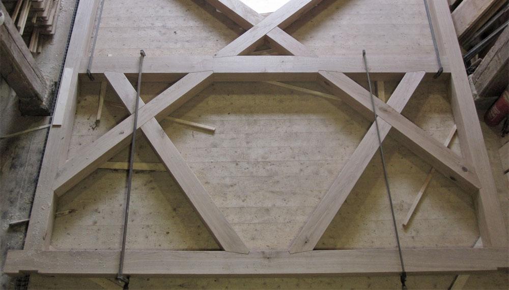 Stuhlwand des neuen Glockenstuhls aus Eiche